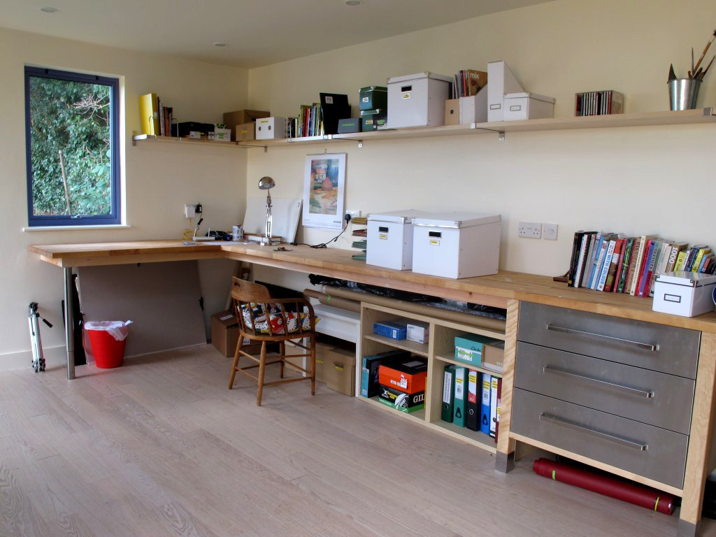 Top tips garden office interior solutions for Office interior solutions