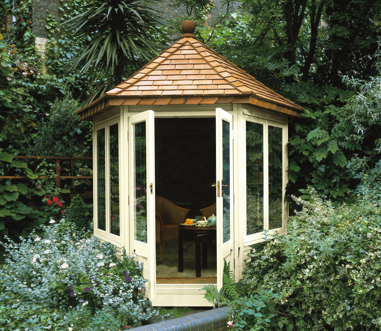 Guide to small summerhouses for Pictures of small houses with garden